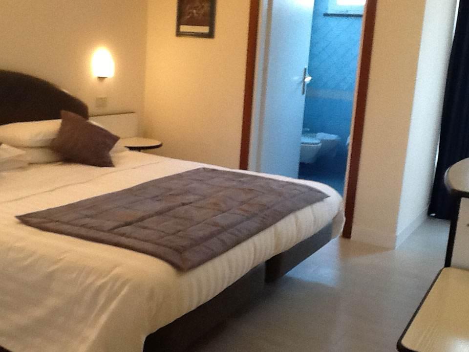 Camera-hotel-Trevi-1